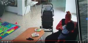 ציפי דוד מטפלת מתעללת החליפה לתינוק טיטול ונתנה לו סטירה