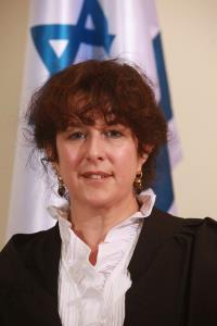 השופטת רבקה גלט פסלה ראיות בשל חיפוש לא חוקי וזיכתה נאשם